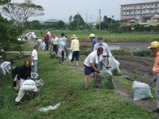 地域住民総出で環境美化活動