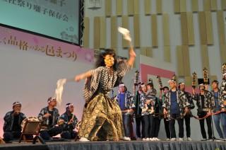 三社祭礼囃子のステージ