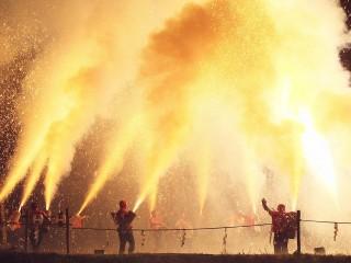 迫力ある文殊祭典の手筒花火