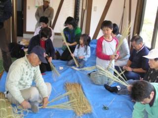 稲藁で作る石部のしめ縄教室