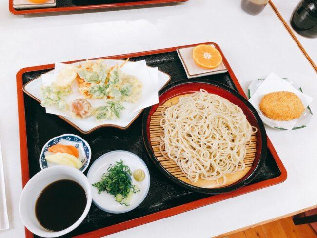 手打ち蕎麦、地野菜の天ぷら